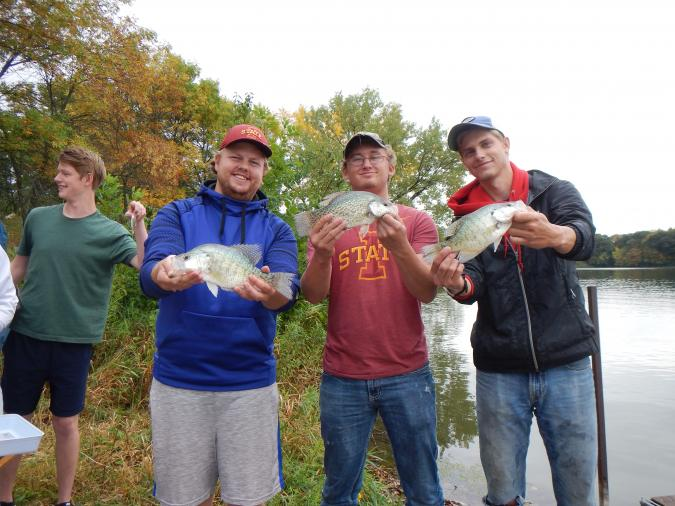 AECL 333 students with fish